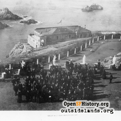 Sutro Heights. Large crowd posed on Parapet