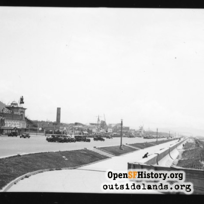 Great Highway. View south along esplanade. Topsy's Roost at left