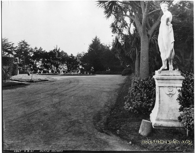 Sutro Heights. Carriage circle and statue