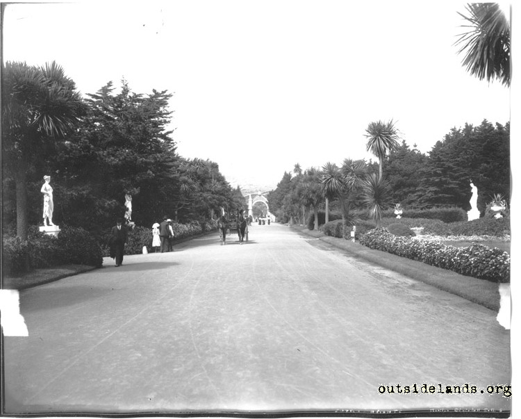 Sutro Heights. Palm Drive and Main Entrance Gate
