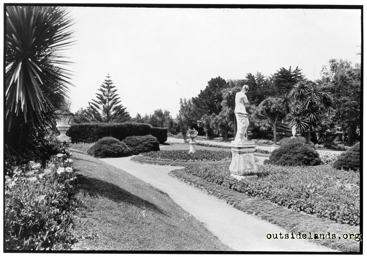 Sutro Heights. Venus de Milo statue and gardens