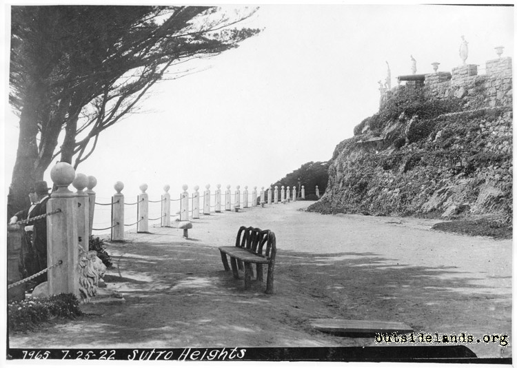 Sutro Heights. Parapet and perimeter road