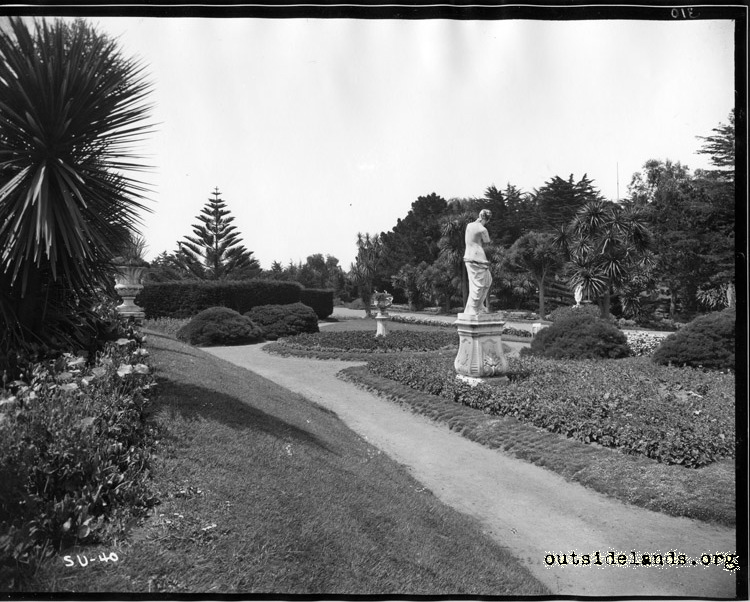 Sutro Heights. Gardens and statue of Venus de Milo