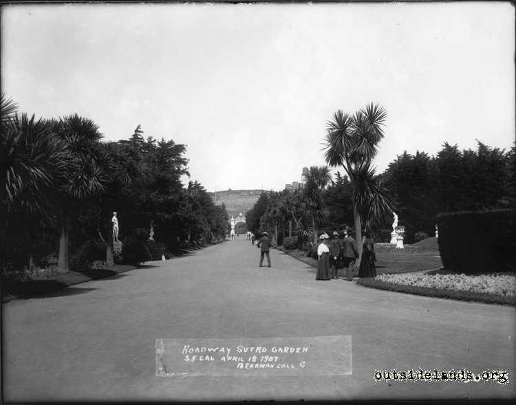 Sutro Heights. Palm Drive looking towards Main Entrance Gates