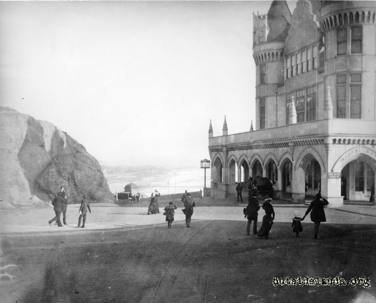 Second Cliff House. View south on Cliff Avenue towards Ocean Beach